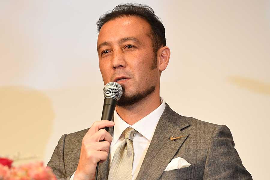 解説を務める元日本代表DF闘莉王が称賛する選手を2人あげた【写真:栗山尚久】