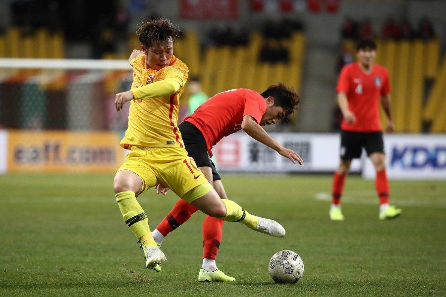 荒れた展開となった中国代表と韓国代表の試合【写真:Getty Images】