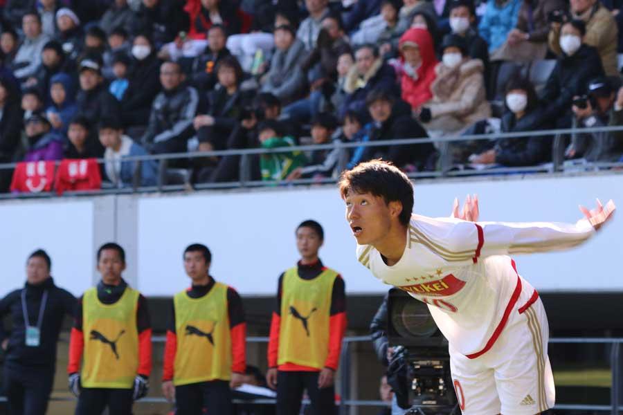 体育のハンドボール投げでも、高校で一番の飛距離を誇るMF熊澤【写真:Football ZONE web】