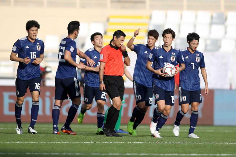 アジアカップ初戦、辛くも勝利した日本代表【写真:Getty Images】