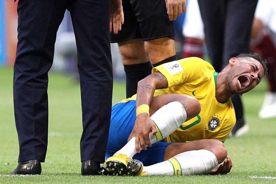 """ブラジル代表FWネイマールは、ロシアW杯で批判された""""ダイブ""""について言及した【写真:Getty Images】"""