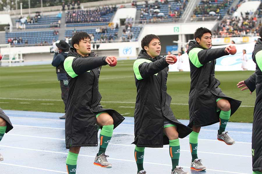 米子北高校相手に6得点で快勝した青森山田高校(写真は入場行進時のもの)【写真:Football ZONE web】