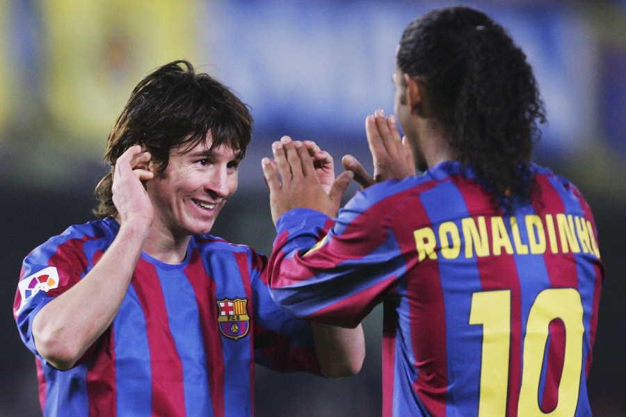 メッシ(左)の才能をロナウジーニョが改めて絶賛している【写真:Getty Images】