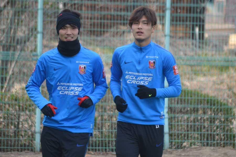 U-22日本代表に招集された浦和レッズDF橋岡(右)【写真:轡田哲朗】