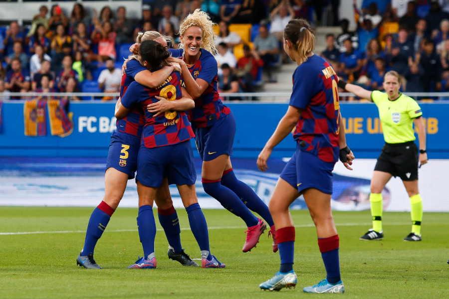スペインサッカー連盟が女子とフットサルカテゴリーの公式戦中断を決定(写真はバルセロナの女子チーム)【写真:Getty Images】