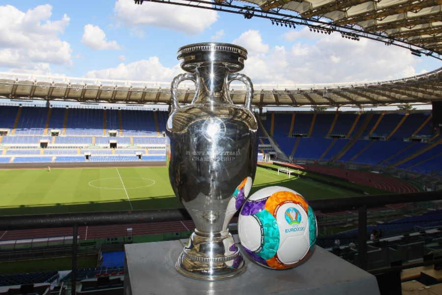 EURO開幕は来夏に延期へ【写真:Getty Images】