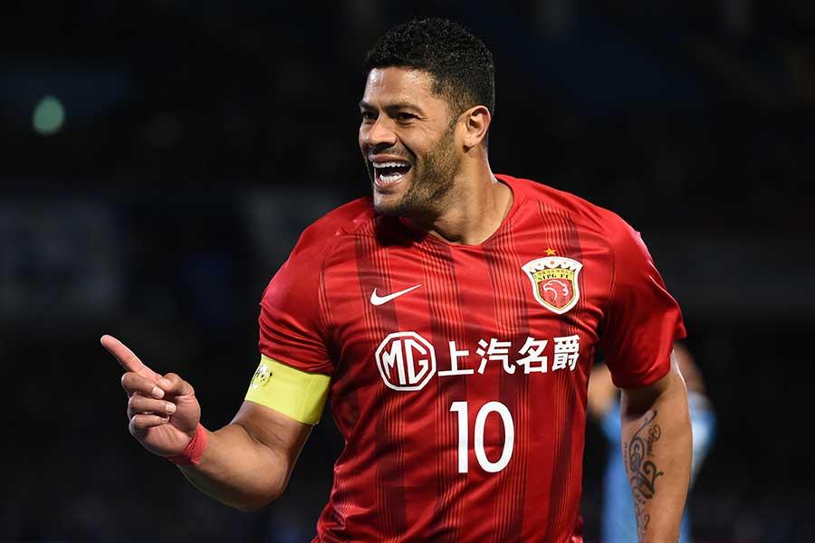 中国スーパーリーグの上海上港の元ブラジル代表FWフッキが再婚【写真:Getty Images】
