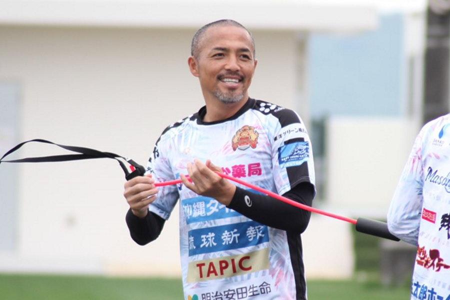 FC琉球に所属する小野伸二が公式インスタグラムでリハビリの様子を公開【写真:©FC RYUKYU】