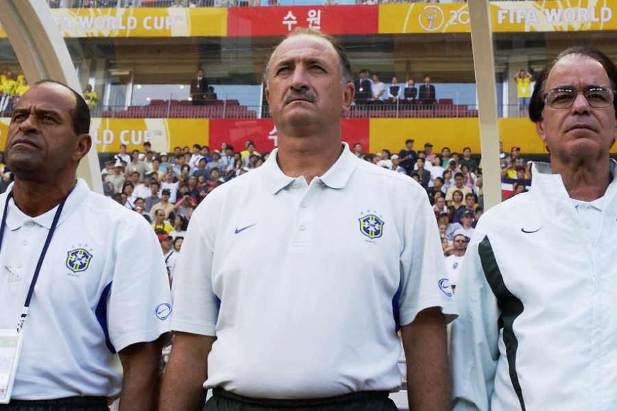 日韓W杯のブラジル代表を率いたルイス・フェリペ・スコラーリ監督(中央)【写真:Getty Images】