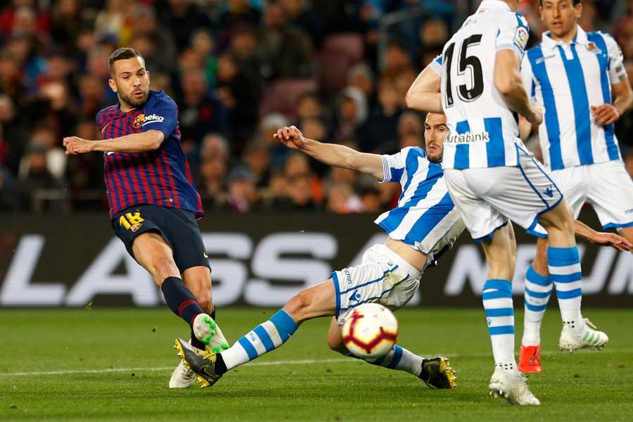 ソシエダの選手たちは、バルセロナの2点目はオフサイドだったと主張している【写真:AP】