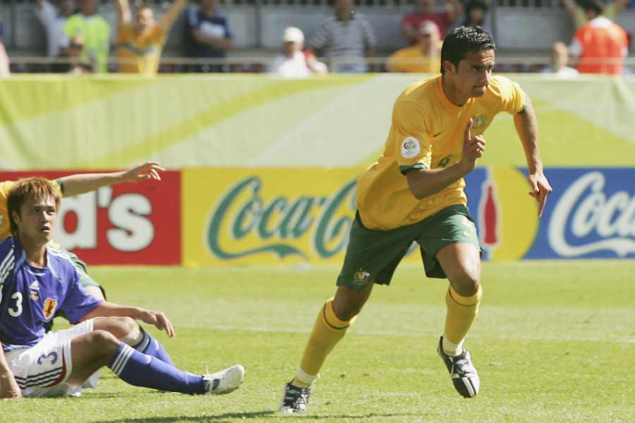 2006年W杯の日本戦で同点ゴールを決めたFWティム・ケーヒル(写真右)【写真:Getty Images】