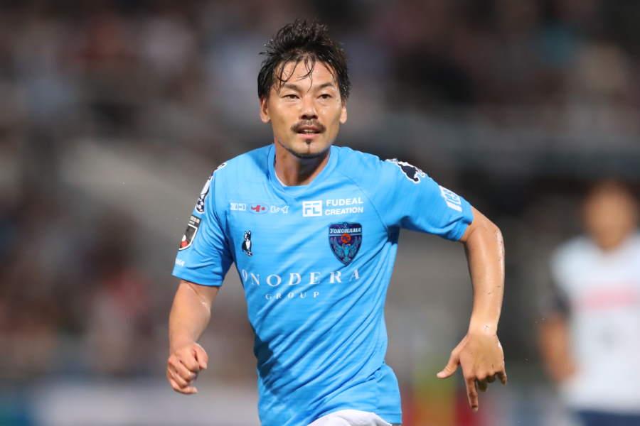 横浜FCのMF松井大輔がGK練習の様子を公開【写真:高橋学】