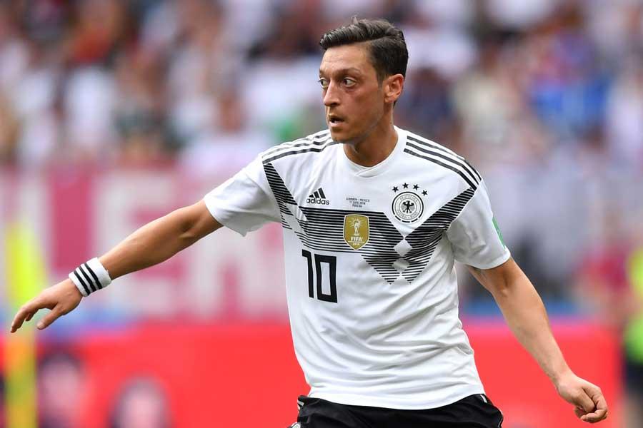 MFエジルは、昨年のロシアW杯終了後にドイツ代表からの引退を表明している【写真:Getty Images】