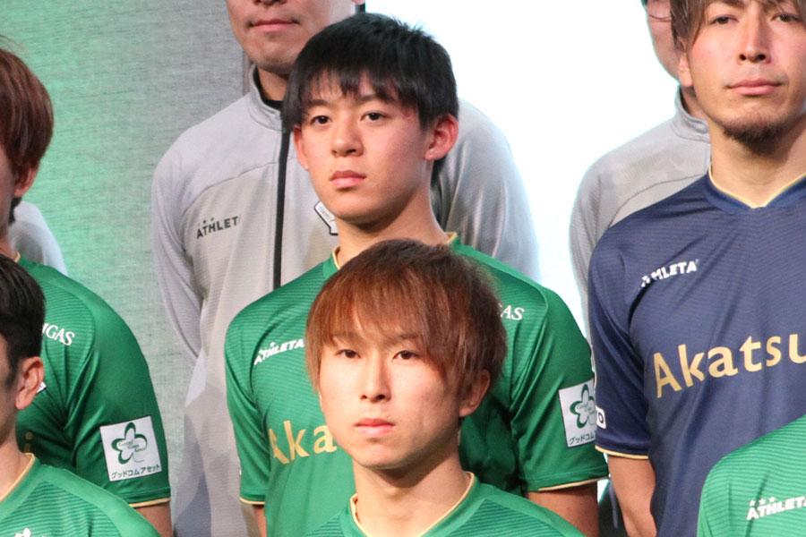 東京ヴェルディの17歳MF山本理仁(後列中央)【写真:Football ZONE web】