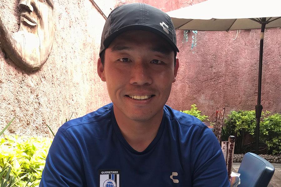 ケレタロのU-16でアシスタントコーチを務める給田洋右氏【写真:福岡吉央】