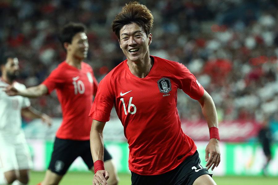 韓国代表FWファン・ウィジョのベレー帽と軍服ショットが話題に【写真:Getty Images】