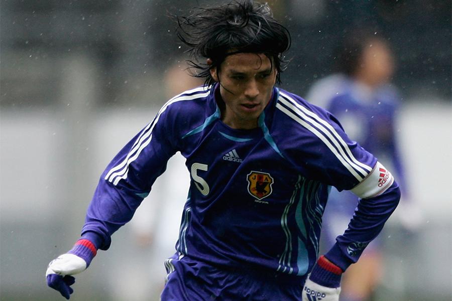 小柄ながら日本代表のセンターバックで活躍をしたDF宮本恒靖【写真:Getty Images】