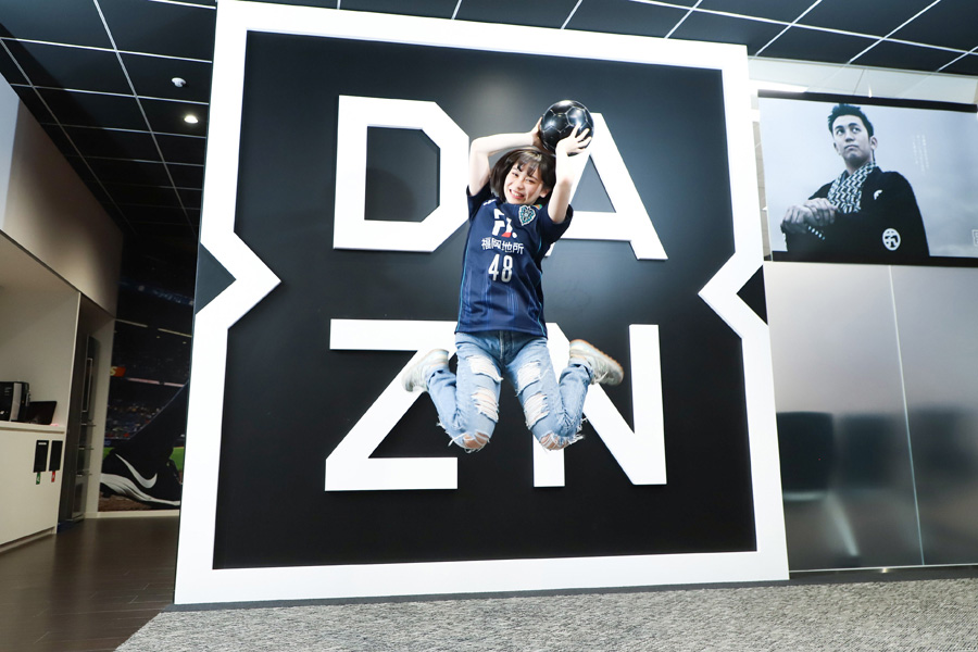 「HKT48」の豊永阿紀さんは、J2アビスパ福岡の公式アンバサダーを務めている【写真:荒川祐史】