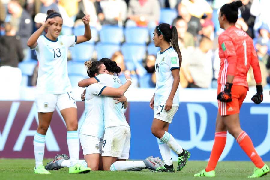 アルゼンチン代表がW杯初の勝ち点を獲得し、歴史的な一歩を踏み出した【写真:Getty Images】