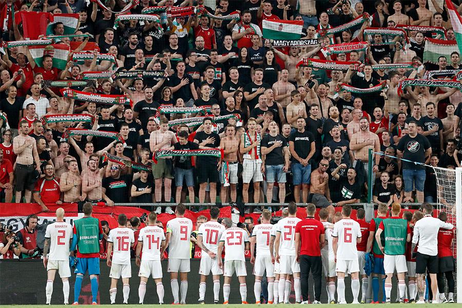 ハンガリーではソーシャルディスタンスを守らずにサポーターたちが応援(写真はイメージです)【写真:Getty Images】