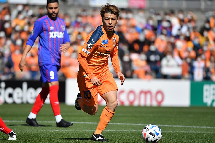 清水エスパルスでプレーするMF中村慶太のサッカーの哲学とは【写真:小林 靖】