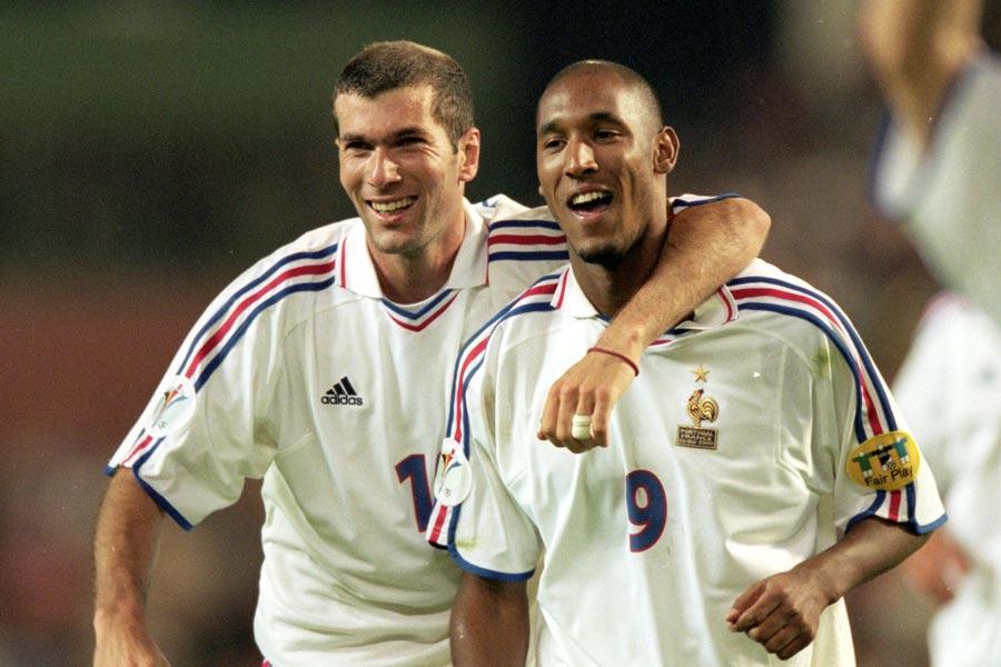 EURO2000年大会、フランス代表を優勝に導いたMFジダン(左)【写真:Getty Images】