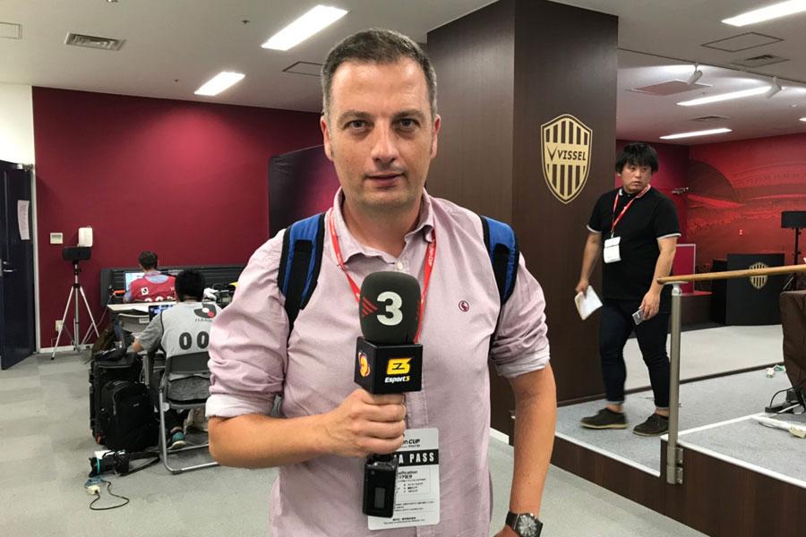 「TVカタルーニャ」のラトーレ記者【写真:Football ZONE web】