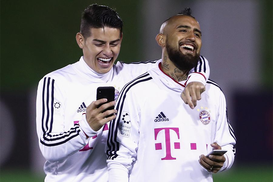 バイエルンで共にプレーしたMFハメス・ロドリゲスとMFアルトゥール・ビダル【写真:Getty Images】