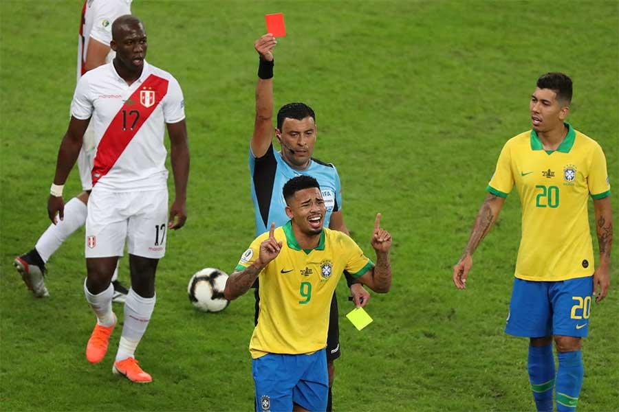 1ゴール1アシストの活躍もありながら後半に退場処分を受けたブラジル代表FWジェズス【写真:AP】