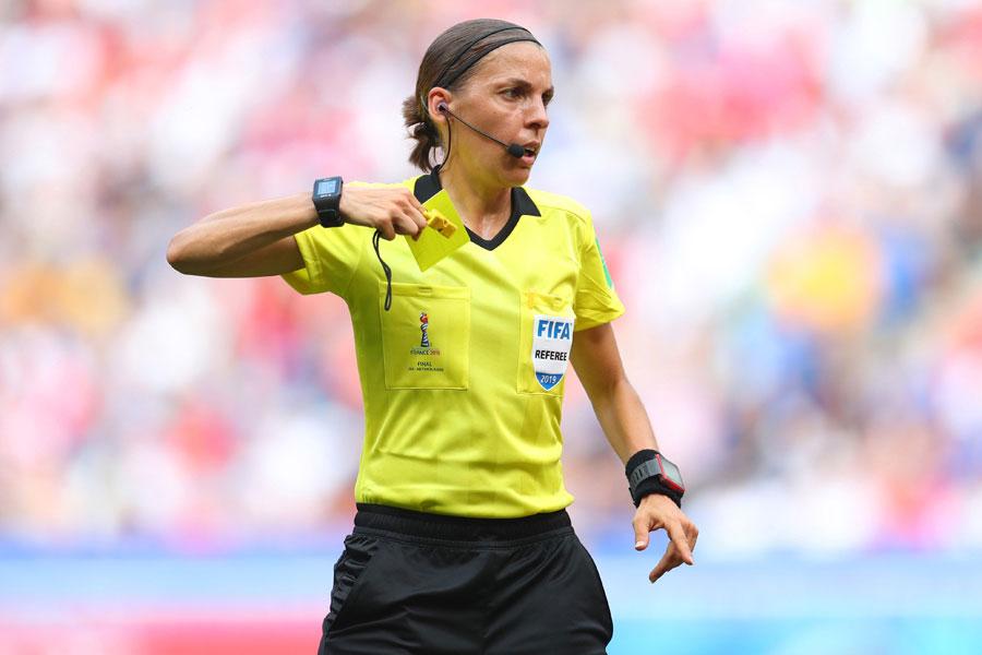 UEFAスーパーカップで、史上初の女性審判が指名された【写真:Getty Images】