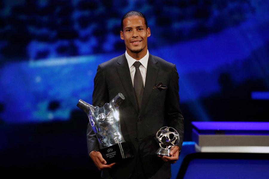 ファン・ダイクは、ディフェンダーとして初めてUEFA最優秀選手賞を受賞した【写真:AP】