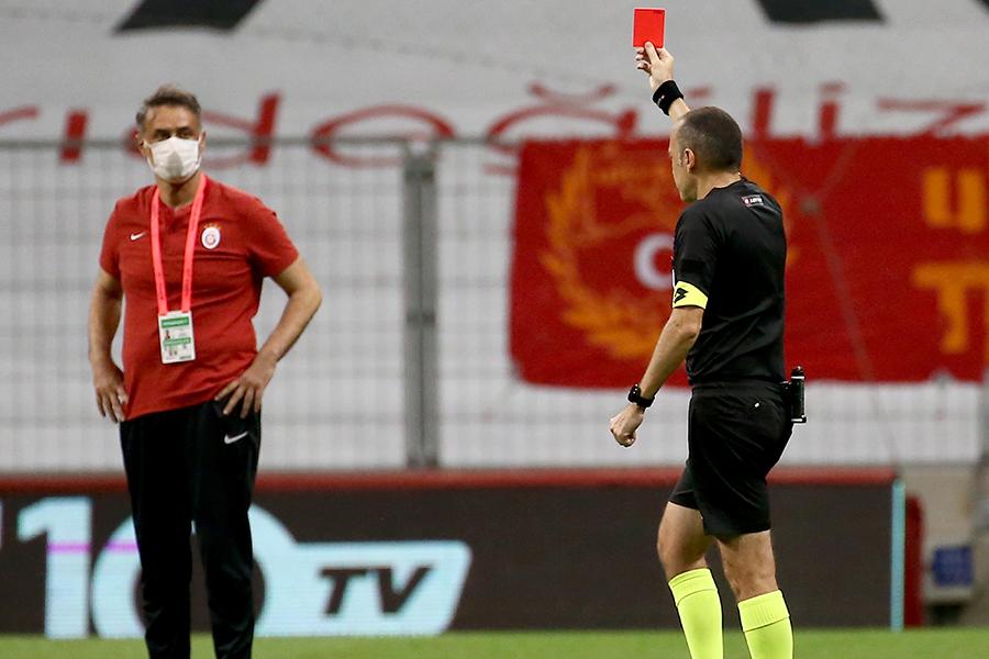 選手の意図的な咳はレッドカードの対象に(写真はイメージです)【写真:Getty Images】