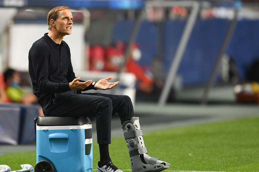 負傷しながらもベンチの最前列でチームを鼓舞したトーマス・トゥヘル監督【写真:AP】