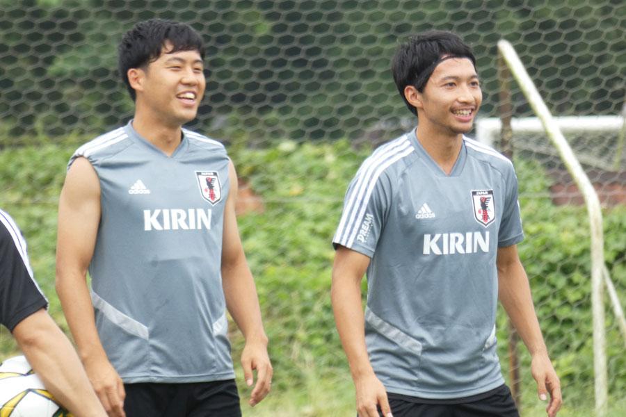 日本代表MF遠藤航(左)が、カタールW杯にかける思いを語った【写真:Football ZONE web】