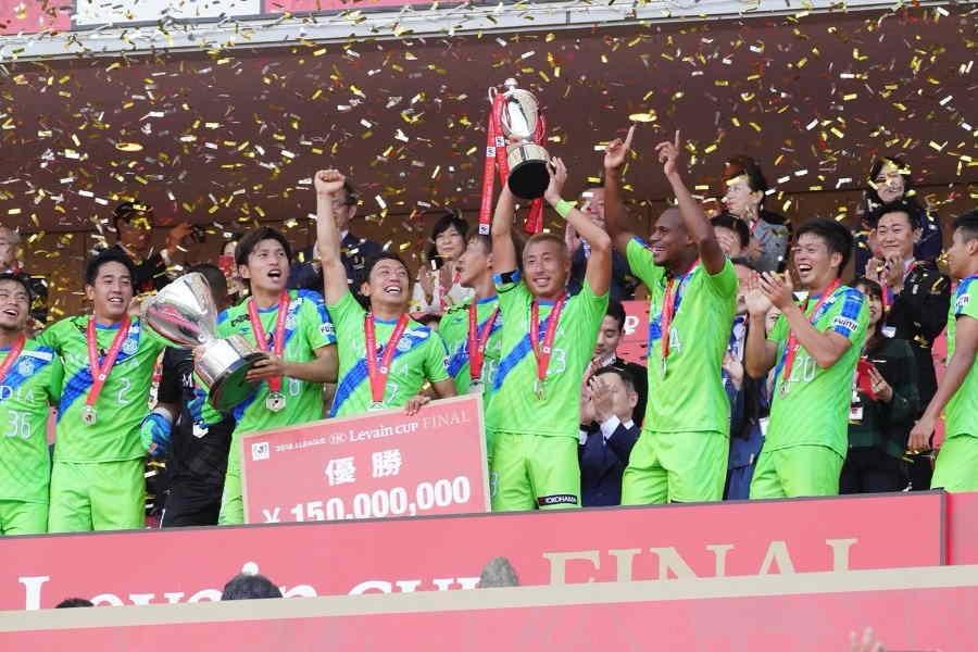 去年、ルヴァンカップを制した湘南【写真:荒川祐史】