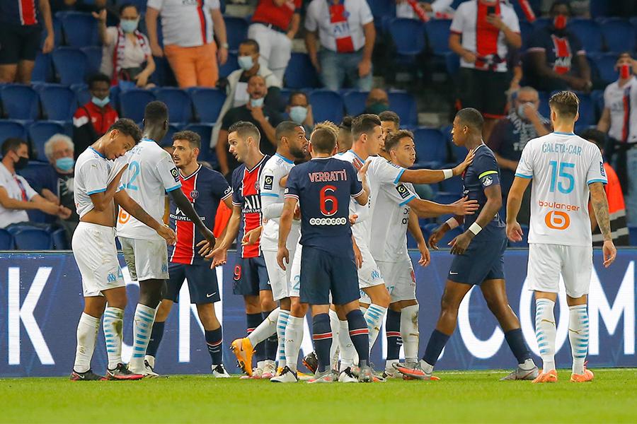 PSGとマルセイユの一戦で5人の選手が退場する乱闘騒ぎが起こった【写真:AP】