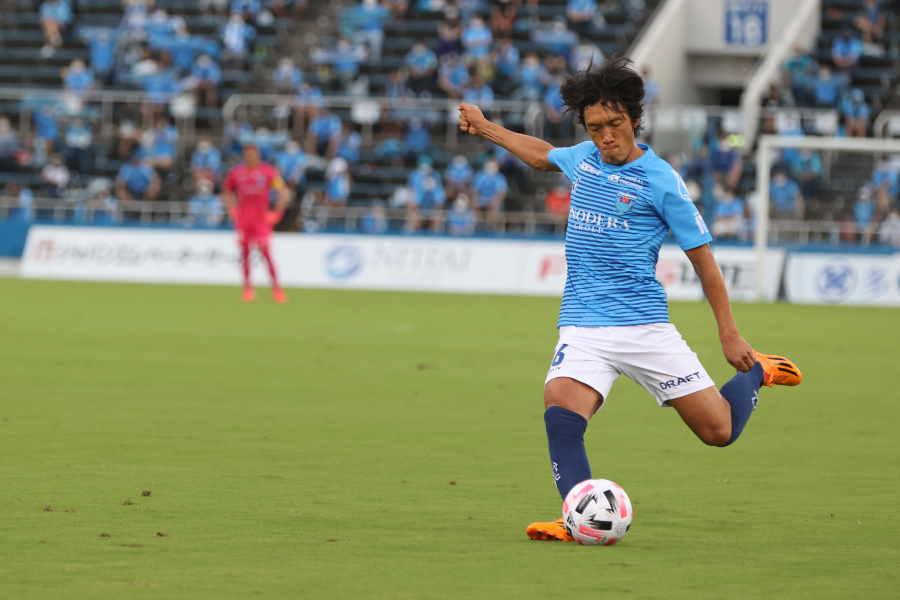 現在は横浜FCでプレーするMF中村俊輔【写真:高橋学】
