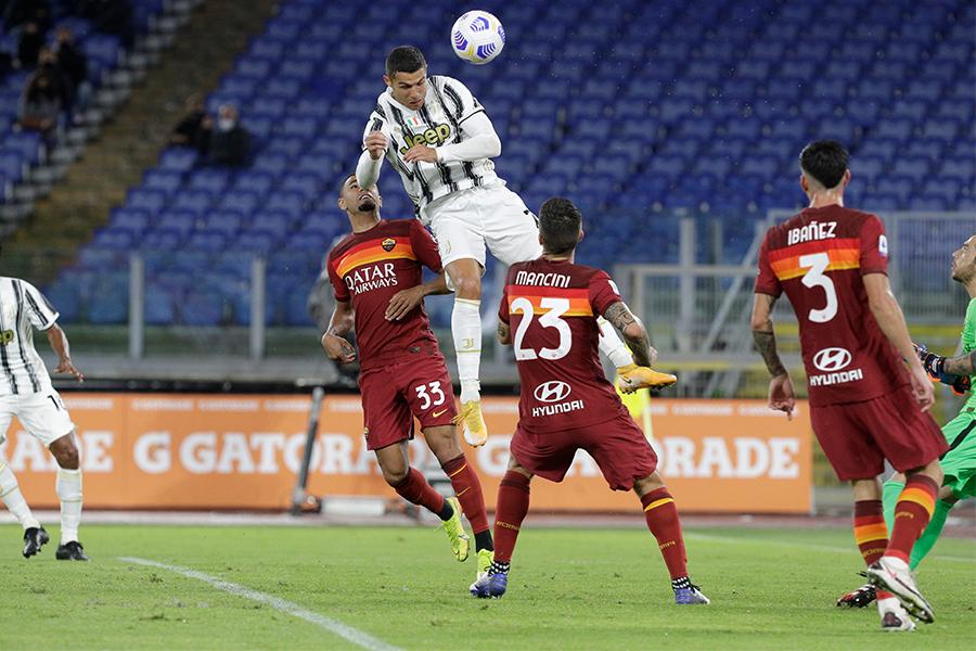 ローマ戦で試合終了間際にヘディングゴールを決めたFWクリスティアーノ・ロナウド【写真:AP】