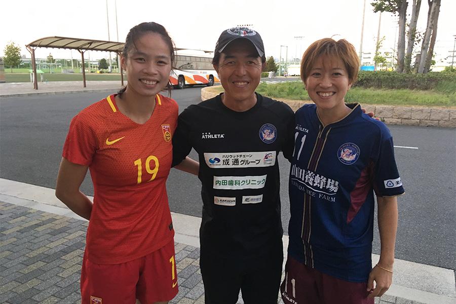 (左から)中国代表MFタン・ルーイン、亘崇詞、韓国の昌寧WFCに所属するFW木龍七瀬【写真:本人提供】