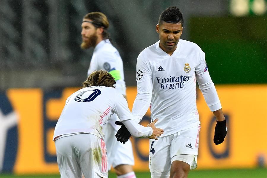 試合終了間際にカゼミーロ(写真右)のゴールで引き分けに持ち込んだ【写真:AP】