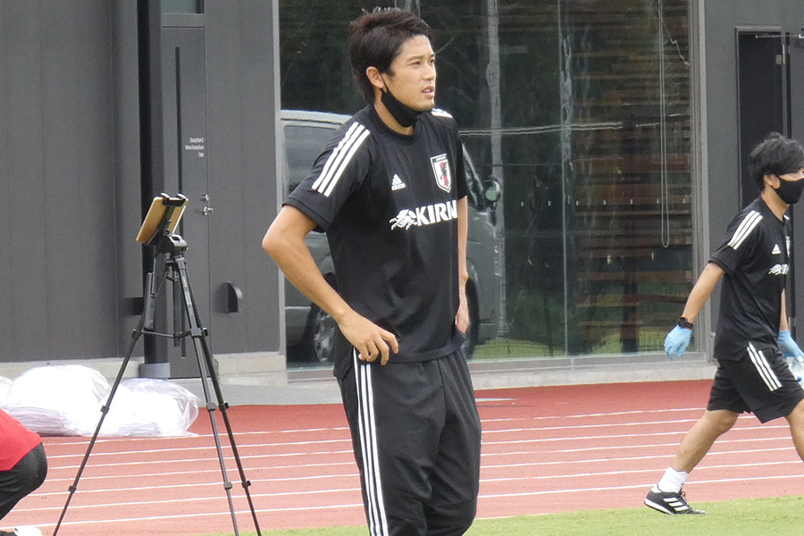 アンダーカテゴリーの指導に携わる内田篤人氏【写真:Football ZONE web】