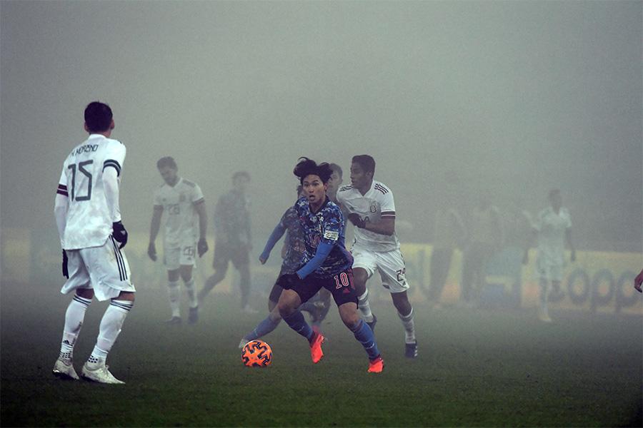 メキシコ戦の後半から霧が発生し視界の悪い状態に【写真:ⓒJFA】
