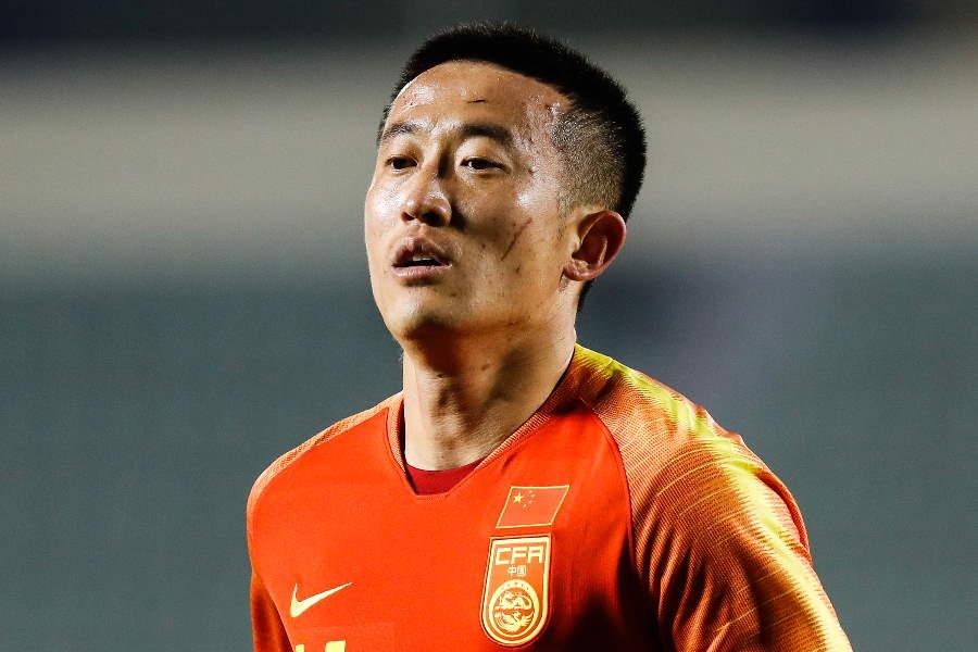 中国ファンも不満を漏らした、中国代表DFジャン・ジーポンの危険なプレー【写真:Getty Images】