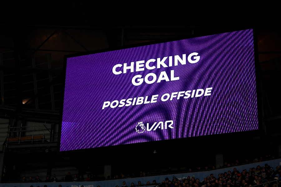 VAR判定により際どいオフサイドによるゴール取り消しが相次いでいる【写真:Getty Images】