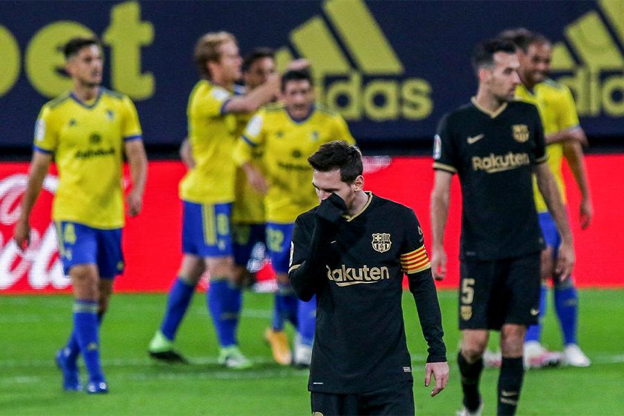 バルセロナはカディスに敗れ、今季はやくも4敗目【写真:AP】