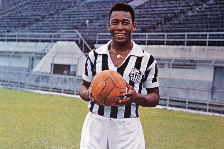 かつてサントスや、ブラジル代表で活躍をしたFWペレ【写真:Getty Images】