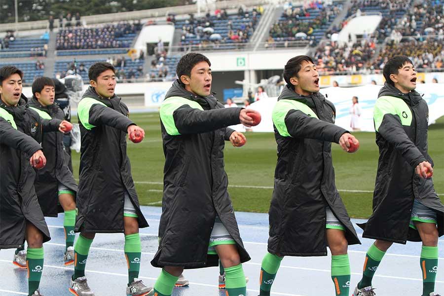 青森県代表の青森山田高校の選手たち(※写真は入場行進の時のものです)【写真:Football ZONE web】