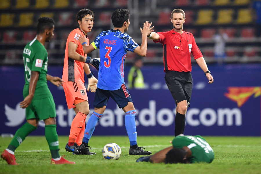 日本は終盤にPKを与えサウジアラビアに敗れた【写真:Getty Images】
