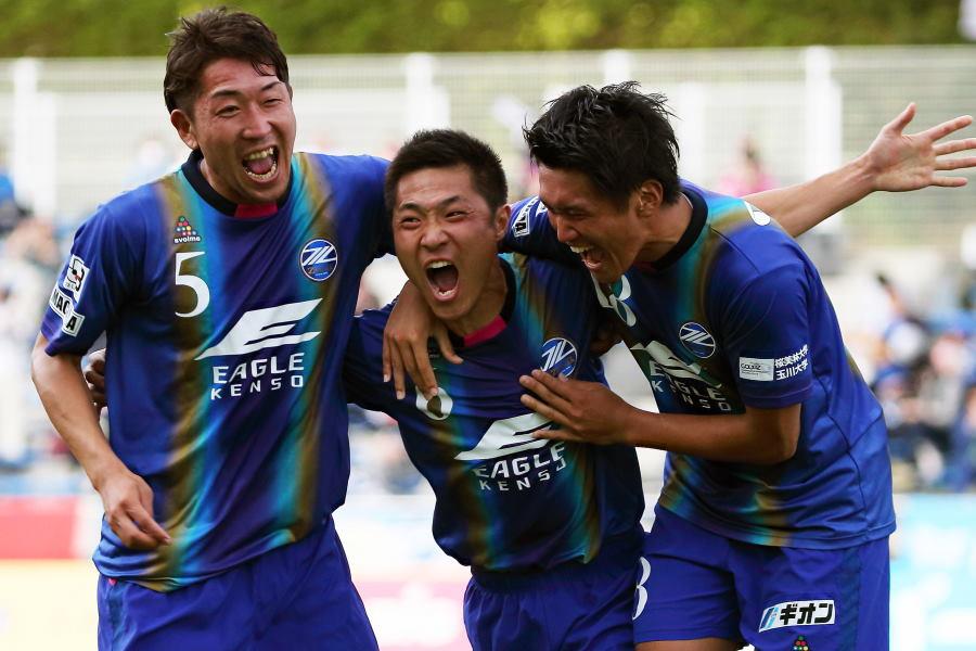2020年シーズン限りで現役引退を決断した町田MF李漢宰(中央)【写真:©FCMZ】