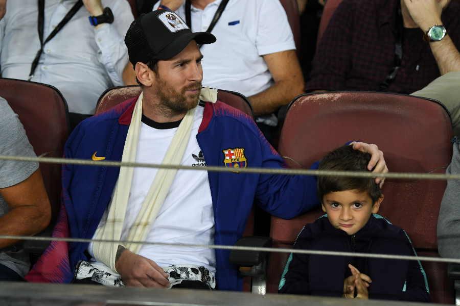 リオネル・メッシ(左)と息子のチアゴくん【写真:Getty Images】
